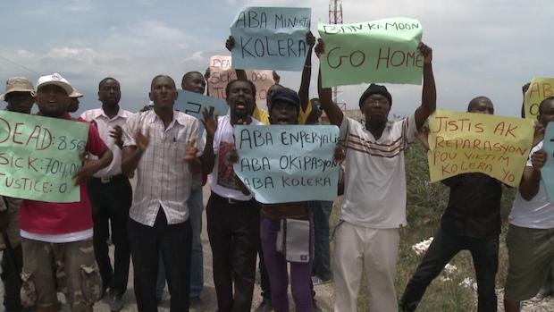 Des manifestants sur le passage de Ban ki-Moon (ONU) en Haïti © France 24